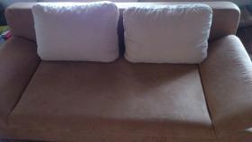 Eine gut erhaltene und bequeme couch für selbstabholer