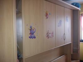 Eine schöne geräumige Schrankwand fürs Schlafzimmer