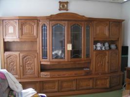 Einen Wohnzimmerschrank in Eiche Rustikal 3,45 lang.