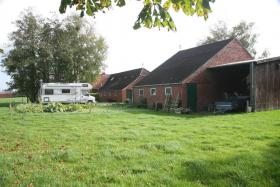 Foto 4 Einfamilienhäuser Erwerbsart: zu verkaufen Grundstückgröße: ca. 4.800 m² Angaben zum Grundstück: ruhige ländliche Sackgassenlage  26529 Osteel Preis: 119.000 €