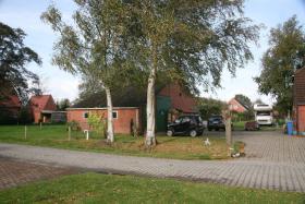 Foto 5 Einfamilienhäuser Erwerbsart: zu verkaufen Grundstückgröße: ca. 4.800 m² Angaben zum Grundstück: ruhige ländliche Sackgassenlage  26529 Osteel Preis: 119.000 €