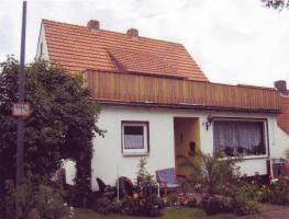 Einfamilienhaus mit Nebengebäude (fr. Gaststätte)
