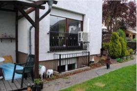 Einzgartige Wohnung im Bungalowstil mit 2 Terrassen und Garten