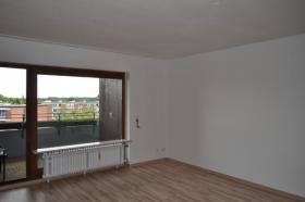 Foto 5 Einziehen und Wohlfühlen ... top-renovierte Wohnung mit Sonnenbalkon und Tiefgaragenstellplatz