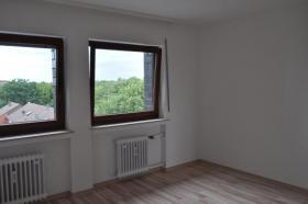 Foto 7 Einziehen und Wohlfühlen ... top-renovierte Wohnung mit Sonnenbalkon und Tiefgaragenstellplatz