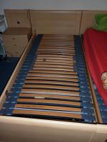 Electro Doppelbett mit Ferbedienung und dazu passenden Nachtschränken