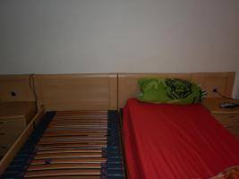 Foto 2 Electro Doppelbett mit Ferbedienung und dazu passenden Nachtschr�nken