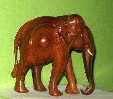 Foto 2 Elefant aus Holz