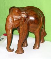 Foto 4 Elefant aus Holz