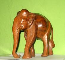 Foto 5 Elefant aus Holz