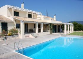 Elegant villa in prime location on the island of Corfu/Greece