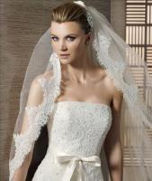 Foto 3 Elegantes Brautkleid aus Spitze - Pronovias-Label, White One - inkl. Accessoires