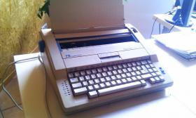 Foto 3 Elektrische Schreibmaschine Triumph-Adler Gabriele 100