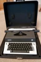 Elektronische Schreibmaschine, voll funktionstüchtig
