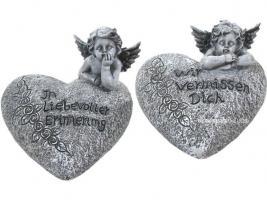 Engel auf einem Herz mit Inschrift