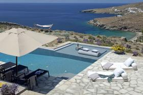 Enjoy your life in this beautiful villa on the Cyclades/Greece