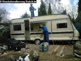 Wohnwagen Abriss auf Campingplatz