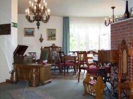 Foto 2 Erfolgreiches Café sucht aus Altersgründen Nachfolger.