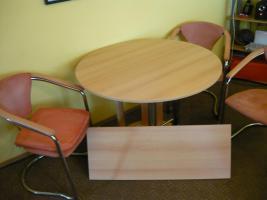 Foto 4 Essecke mit 4 Stühlen, Tisch ausziehbar