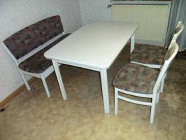Essecke mit Bank, Tisch und 2 Stühlen