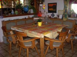 Essecke (Eckbank, Tisch und 4 Stühle)