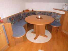 Essgruppe Haka mit Tisch