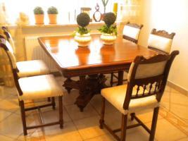 Eßgruppe, ausziehbarer Tisch, Gründerzeit Henry II, Nussbaum m. 12 Stühlen