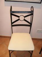 Foto 3 Essplatz: 2 Stühle, Tisch und Regal