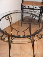 Foto 4 Essplatz: 2 Stühle, Tisch und Regal