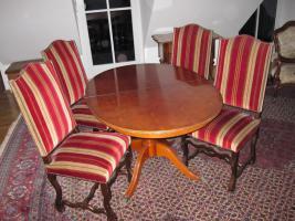 Esszimmer (Tisch+4 Stühle)