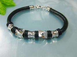 Exclusives Armband aus Leder & Edelstahl