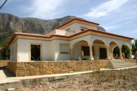 Exklusive Neubau Villa auf einem 2000m� flachen Grundst�ck in Javea
