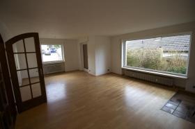 Fantastische Erdgeschoss 4 Zi.- Wohnung, 115m² + gart. + Gar.