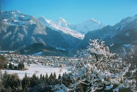 Interlaken Im Winterkleid Mit Eiger Mönch Und Jungfrau