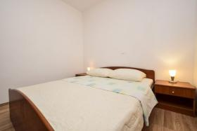 Foto 3 Ferienhaus mit 4 Ferienwohnungen für 2,4,6 Personen in Rtina Stosici bei der Insel Pag Meer 150 m