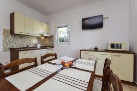 Foto 5 Ferienhaus mit 4 Ferienwohnungen für 2,4,6 Personen in Rtina Stosici bei der Insel Pag Meer 150 m