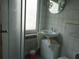 Badezimmer mit Außenfenster