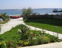 Foto 8 Ferienwohnung bis 5 Personen direkt am Strand auf der Insel Pasman