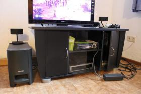 Fernsehschrank mit push to open System