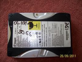 Foto 3 Festplatten: 20 GB, 30 GB, 40 GB (IDE)