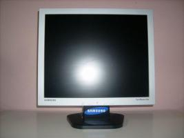 Flachbildschirm Samsung Syncmaster 701N (17 Zoll) TFT Monitor silber/schwarz