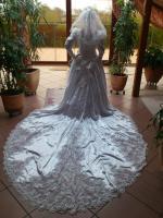 Foto 3 Flensburg Brautkleid, VHB 370 €, ...Brautmode, Hochzeitskleid mit Schleier und Schleppe