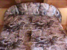 Foto 2 Französisches Bett mit Matratzen und Tagesdecke