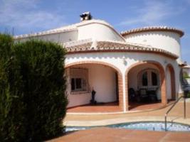 Freistehende Villa liegt in einem populärem Bereich von Els Poblets