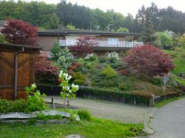 Freistehendes 2-Familienhaus ruhige Lage im Grünen, hier geniessen Sie die Aussicht und die Ruhe