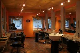 Foto 2 Friseursalon mit hochwertiger Ausstattung und Kundenstamm zu verkaufen!