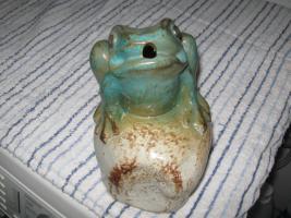 Frosch aus Steinzeug