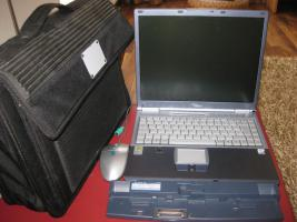 Fujitsu Siemens Lifebook E7010 mit Dockingstation und Notebooktasche