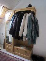Garderobe mit Schrank