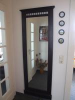 Garderobe und Wandspiegel